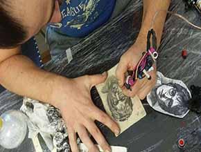 Tatuaje de John Lennon